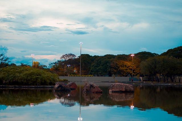 imagem de lagoa em Praça dos cristais, Brasília, representando urbanismo