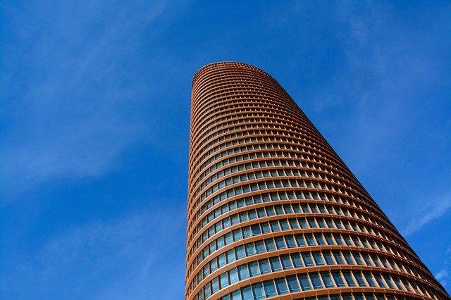 Edifício com brises