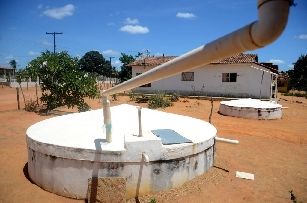 Saiba por que vale a pena investir em um sistema de cisterna de água [+ exemplos de modelos]