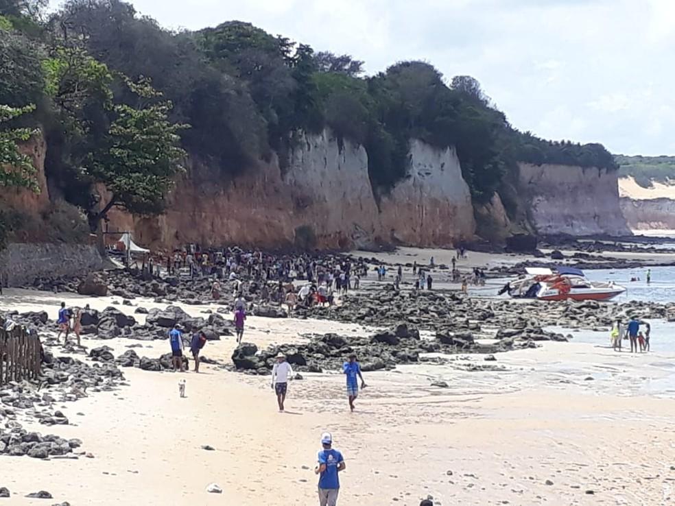 Vista da falésia após desabamento na Praia de Pipa.