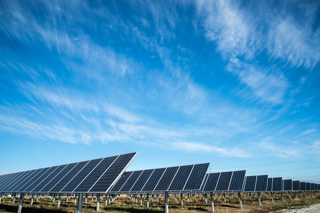 paineis fotovoltaicos ilustrando os do exemplo com a camada ZTO