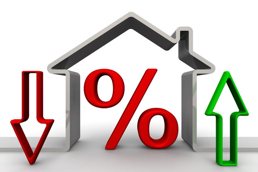 Desenho de casa com percentual e setas para cima e para baixo, indicando variação de percentuais. Ilustra a alta dos preços dos materiais de construção civil.
