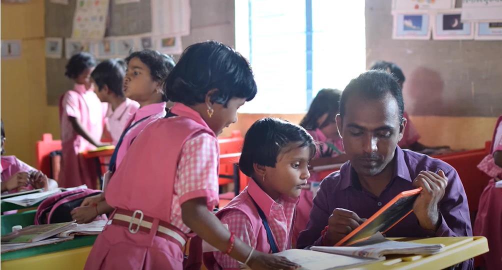 Disale com alunas indianas