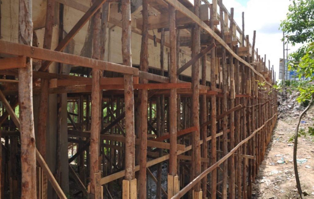 Fundação com estaca de madeira