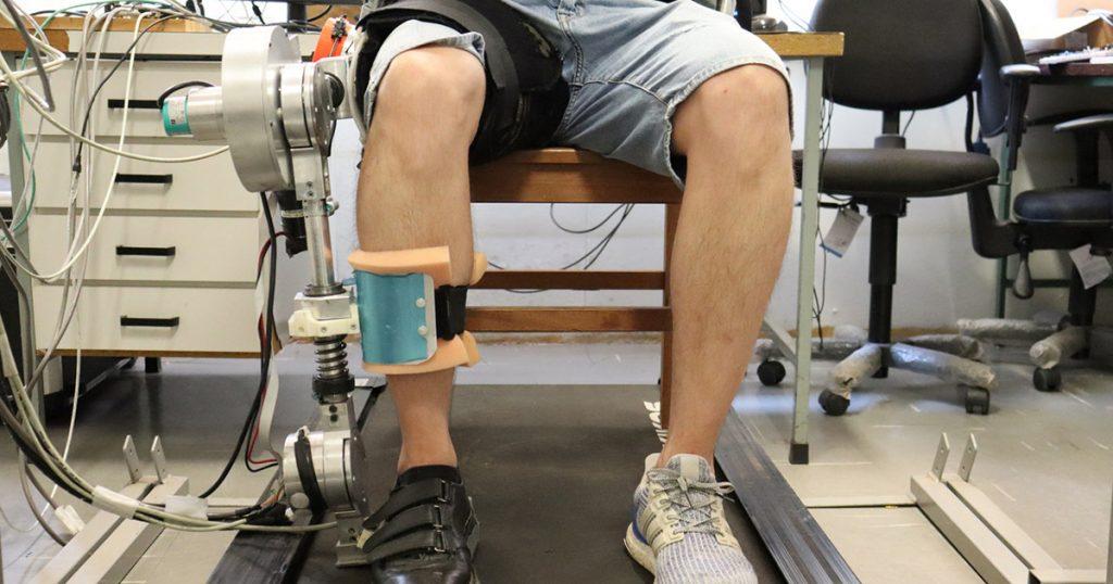 exoesqueleto robótico da USP em perna de paciente