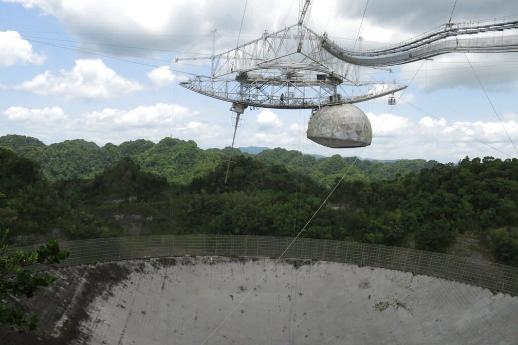 radiotelescópio em arecibo