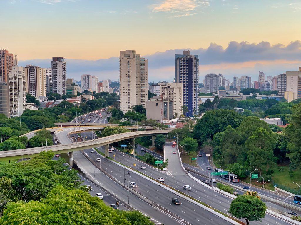 cidade de sao paulo avenida 23 de maio representando arquitetura e urbanismo