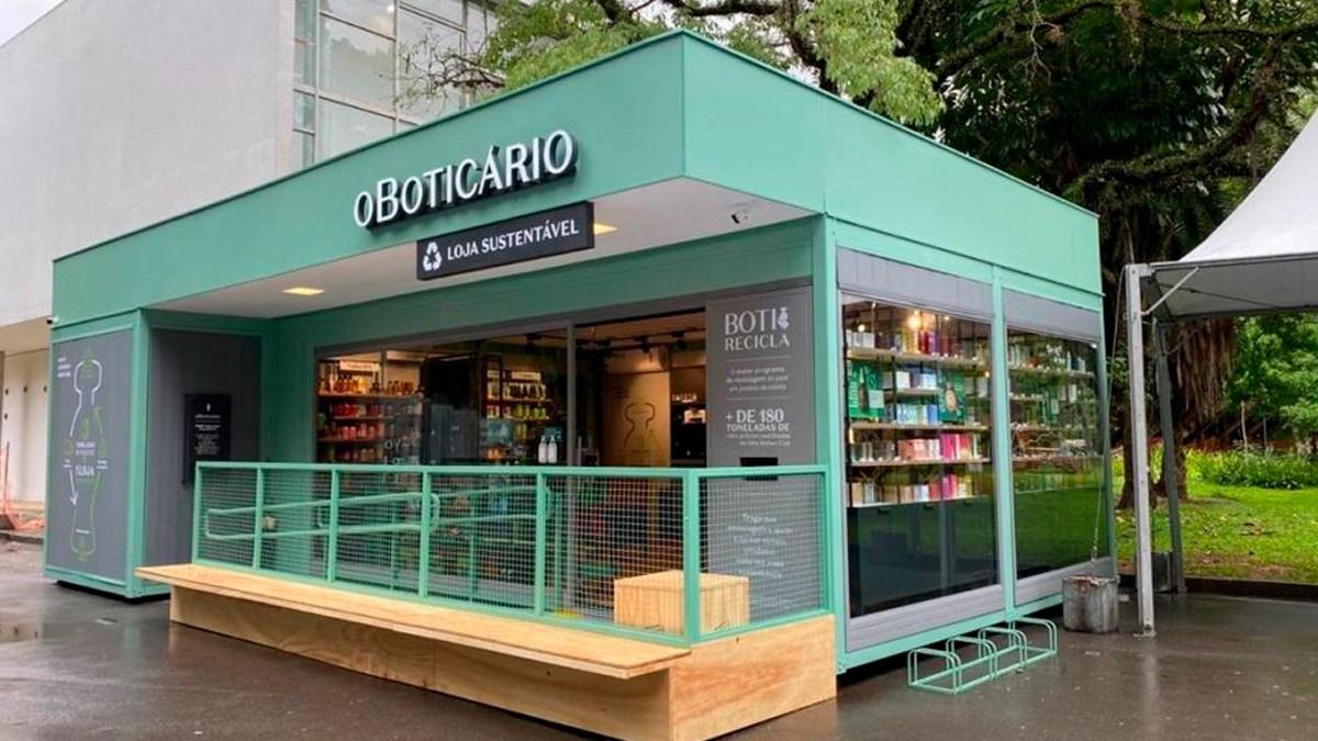 fachada loja feita de materiais reciclados do boticário