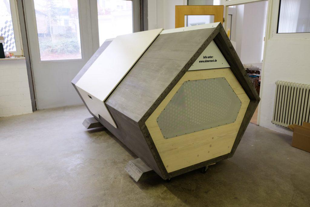uma das cápsulas com isolamento térmico para desabrigados passarem a noite