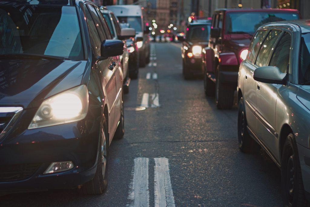 carros em rua, imagem ilustrativa