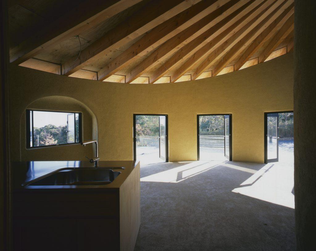 interior da casa com telhado espiral