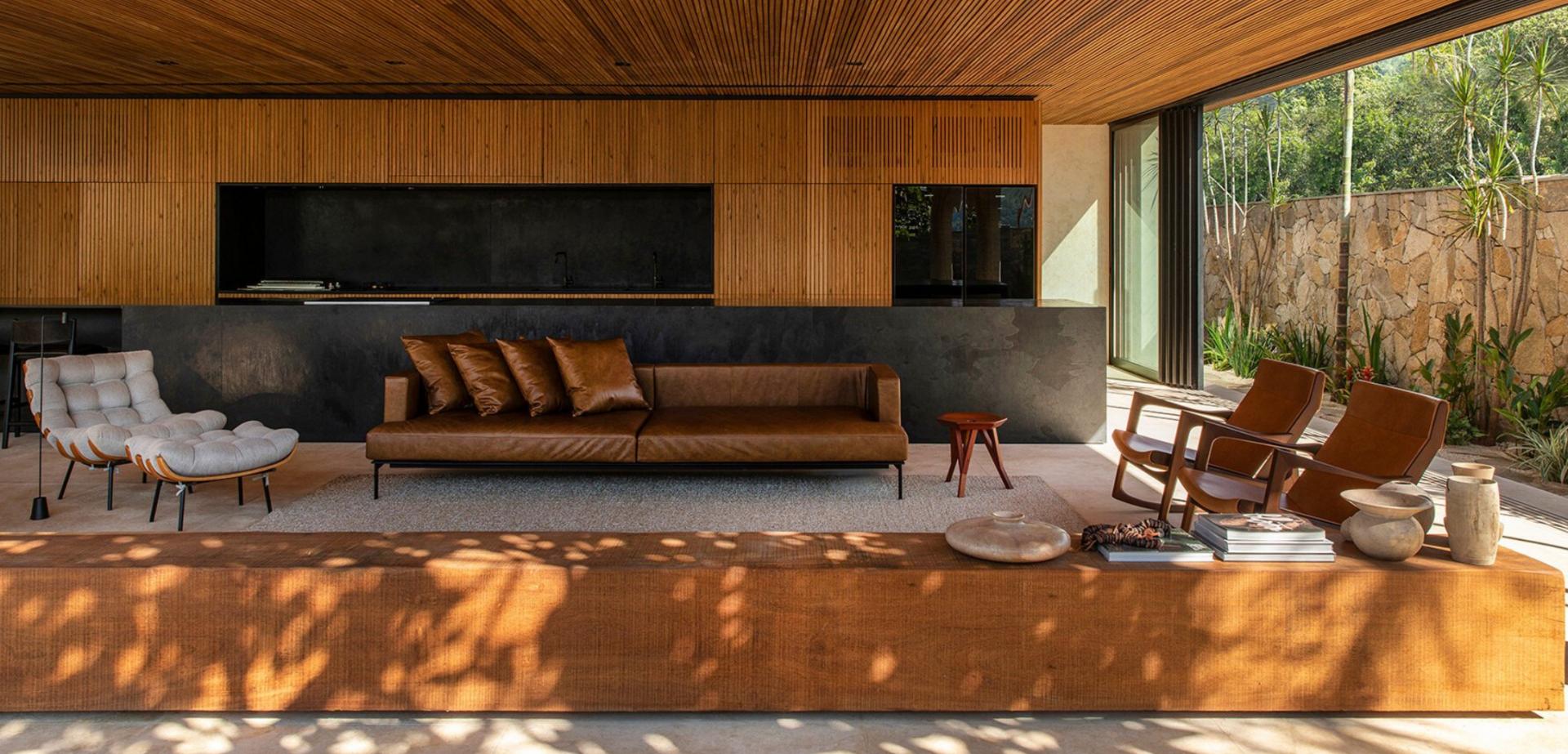 No interior de São Paulo, casa minimalista aposta em sala sem paredes