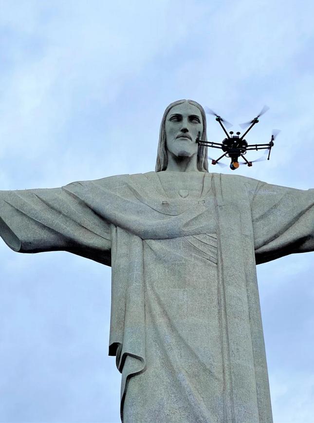 drones a laser acima do Cristo Redentor no Rio de Janeiro