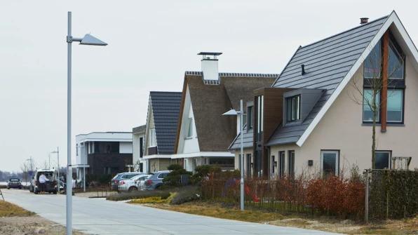 casas durante o dia nas ruas de Nieuwkoop