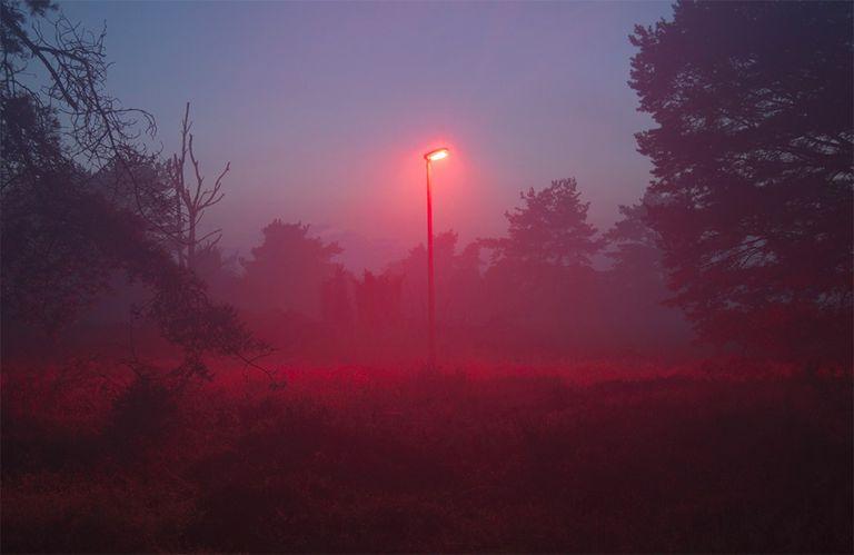 luz vermelha em poste