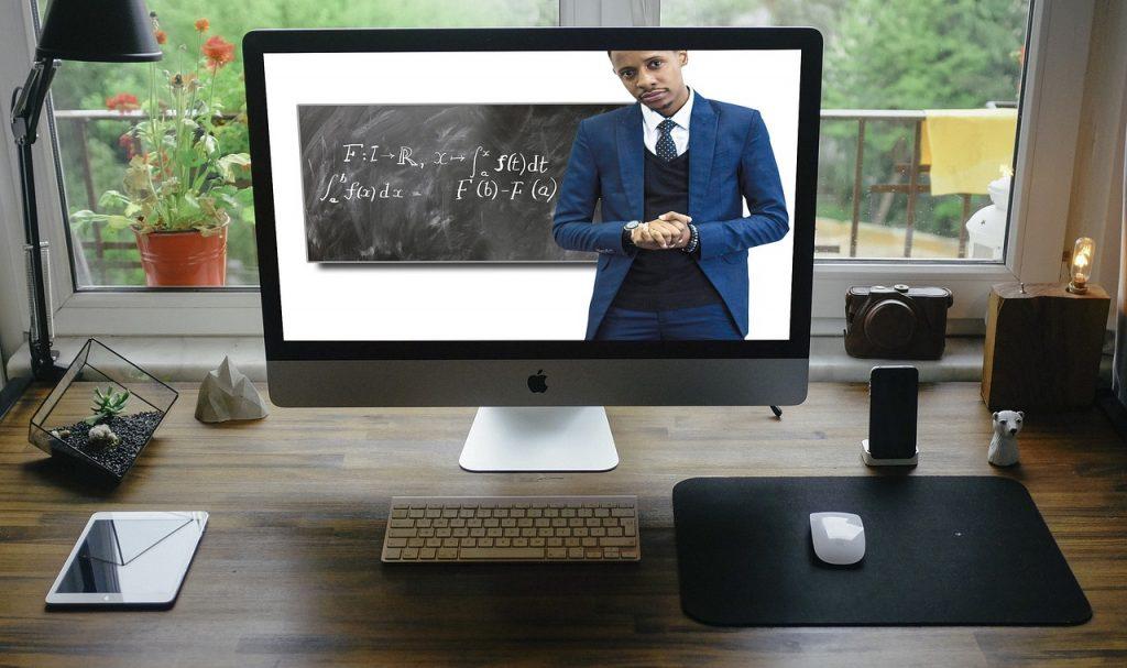 tela de computador exibindo curso online