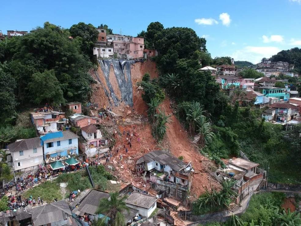 Desabamento de terra na cidade de Santos/SP