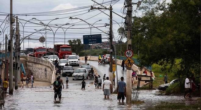 Impacto das enchentes na população e saúde pública