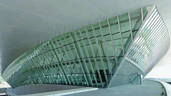 Fachade com vidraça estrutural
