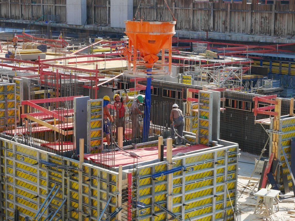 concreto em produção em canteiro de obra