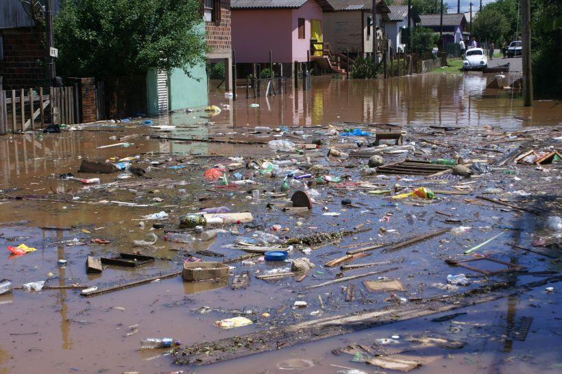 Enchentes decorrente de falta de drenagem urbana