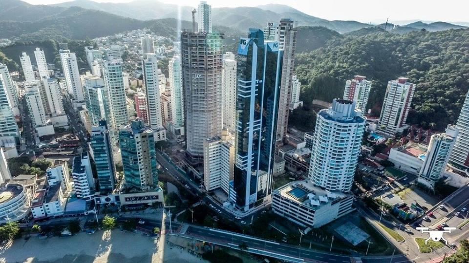 Imagem aérea do arranha céu sky tower