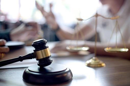 Malhete ilustrando perito judicial