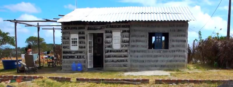 Casa de garrafas de vidro 2