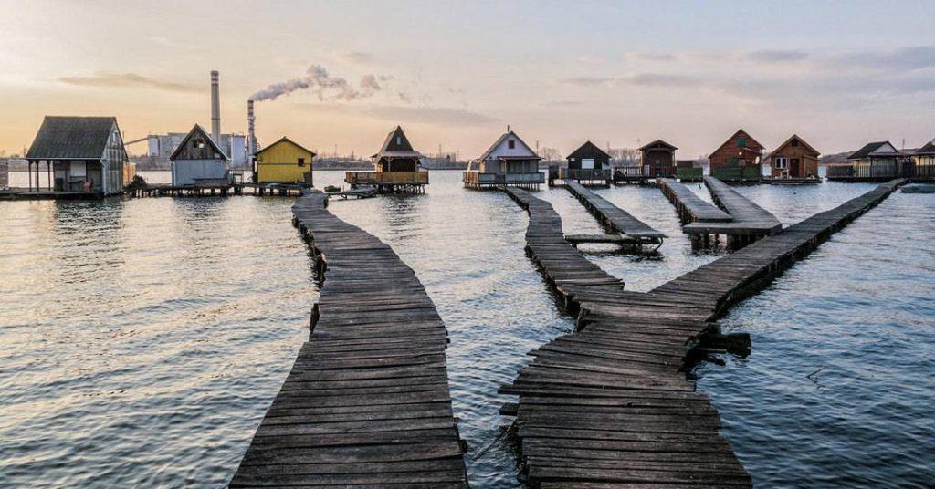 casas flutuantes Residências no Lago Bokodi