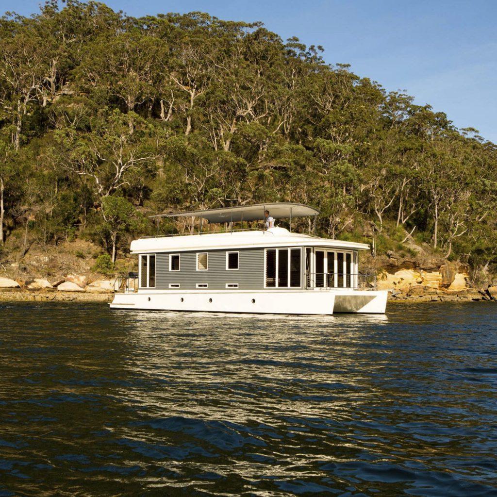 casa flutuante catamarã