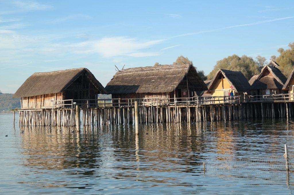 casas flutuantes de palafitas