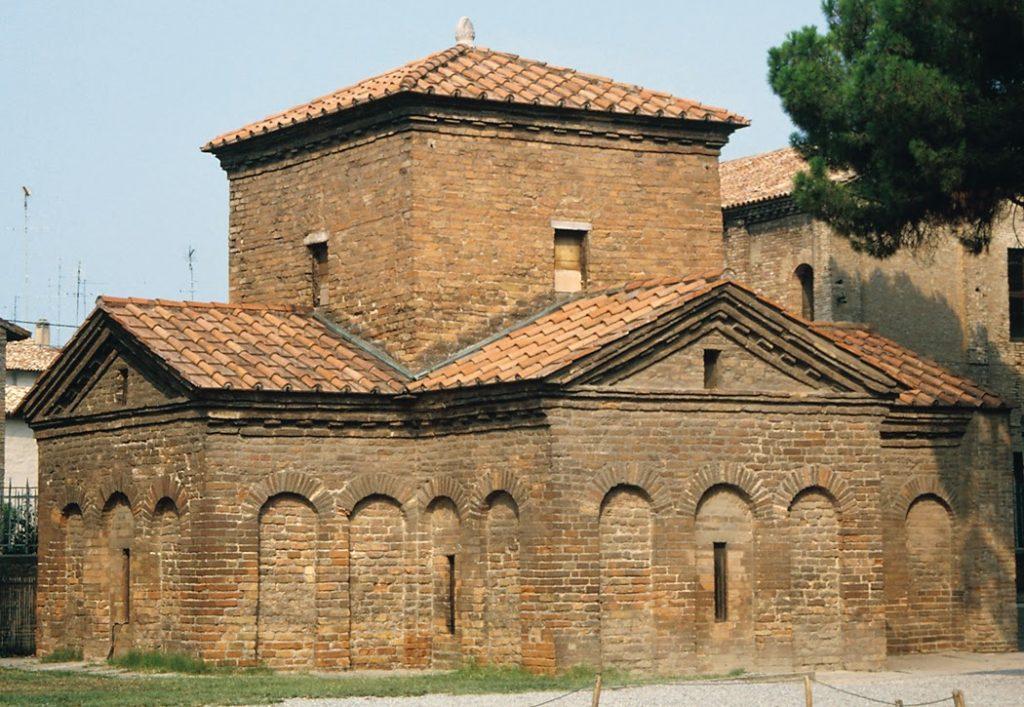 Fachada de igreja estilo paleocristã