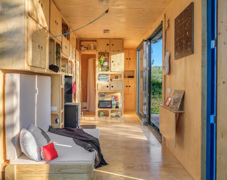 Interior da casa autossuficiente da Pin-Up Houses