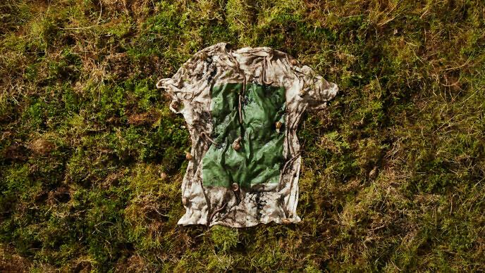 Camiseta em decomposição