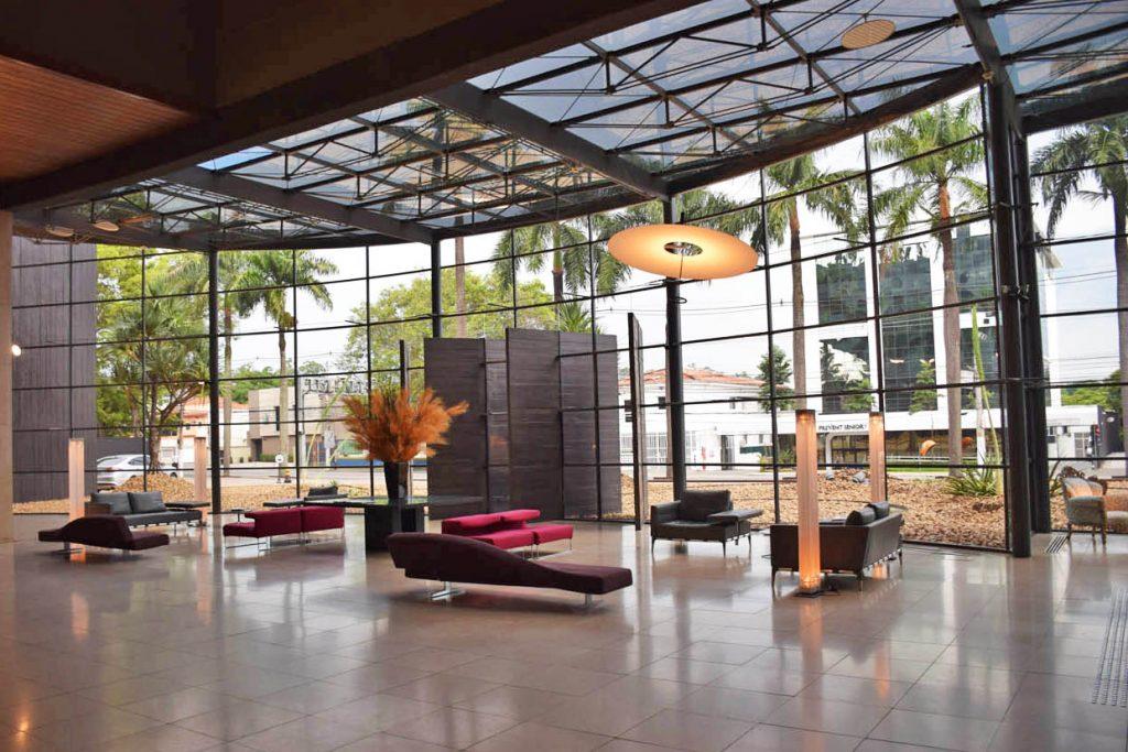 recepção de hotel com arquitetura do lazer