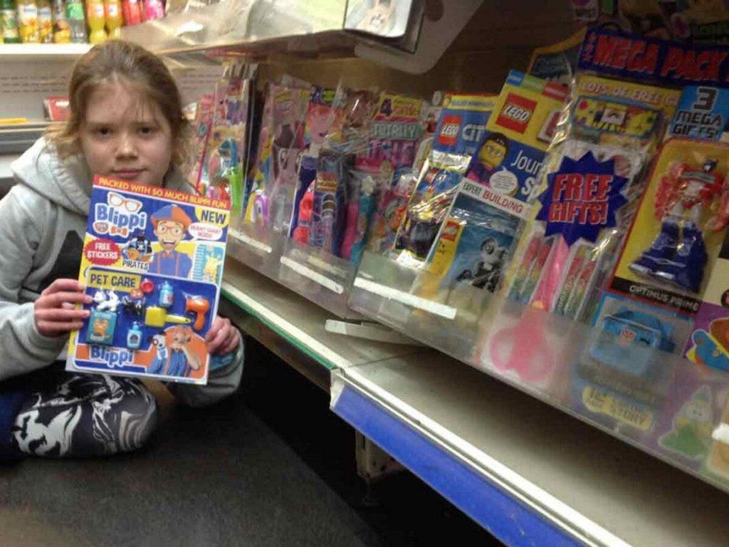 Menina de 10 anos faz protesto contra excesso de plástico no País de Gales