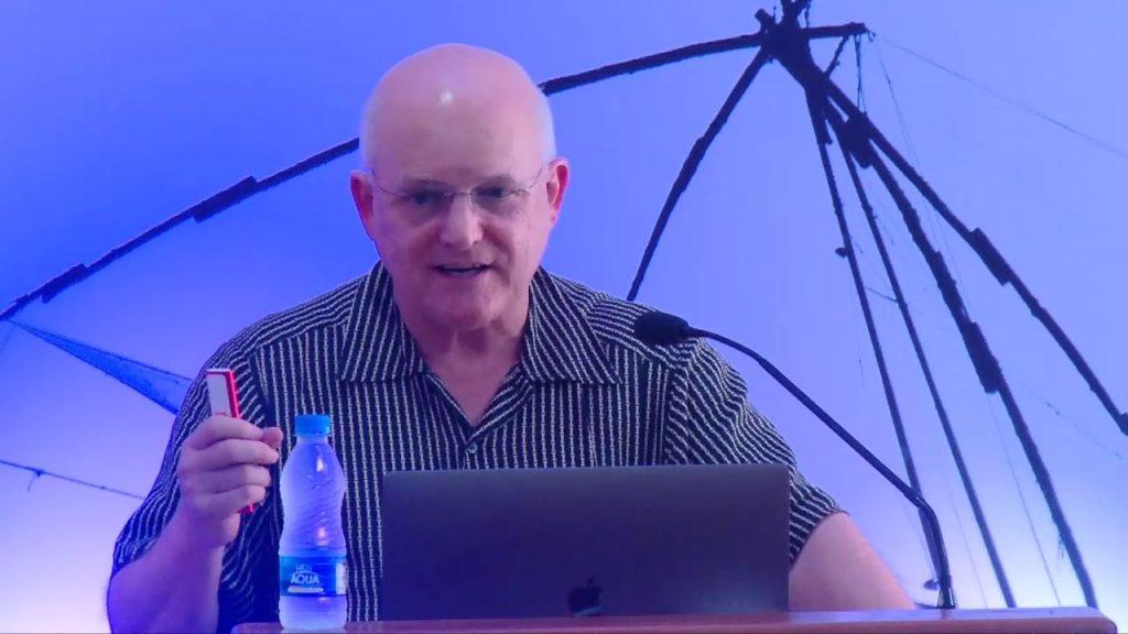 O professor Charles E. Leisersen.