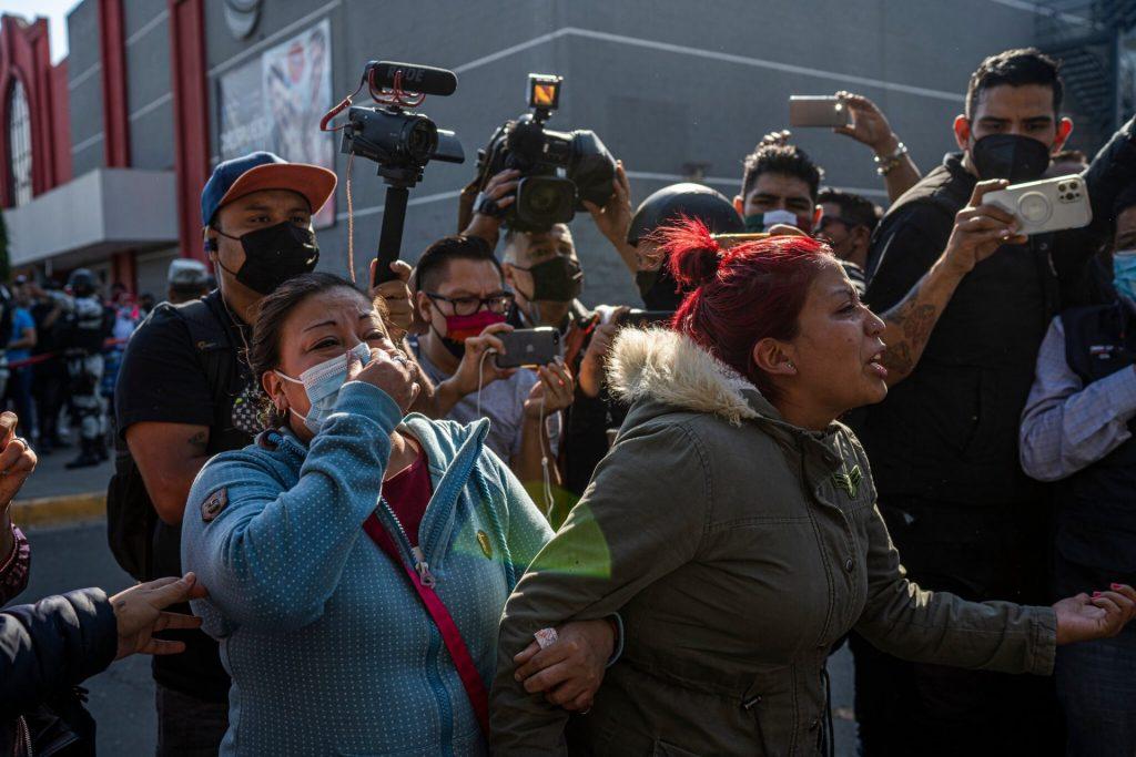 Marisol Tapia, mãe de Brandon Tapia, garoto de 13 anos morto no acidente. Fonte: The New York Times.