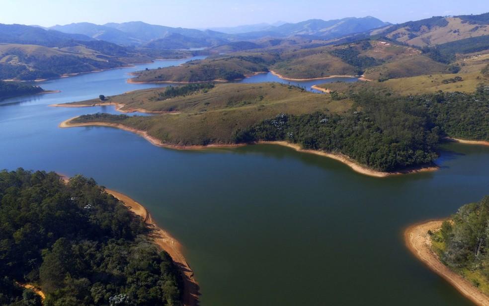 Vista da Represa do Rio Cachoeira, do Sistema Cantareira, em Piracaia — Foto: Renato César Pereira/Futura Press/Estadão