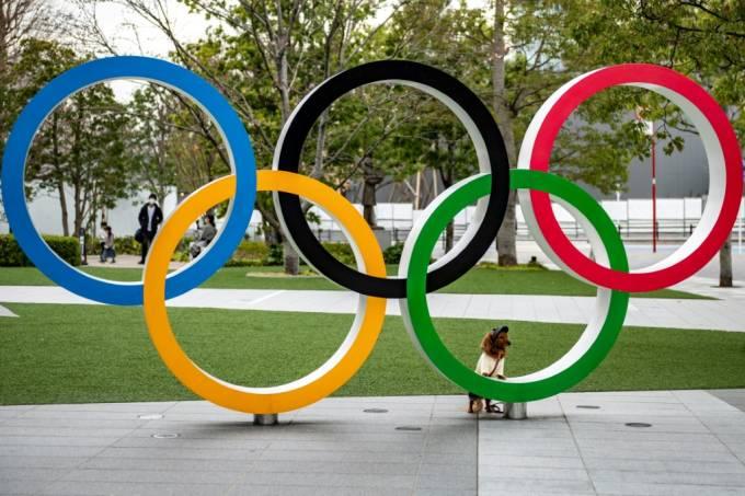 Escultura-com-os-aros-olímpicos.-SHINGO-ITO-AFP