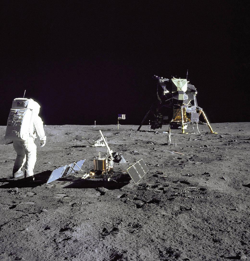 Armstrong e Buzz na superificia da Lua