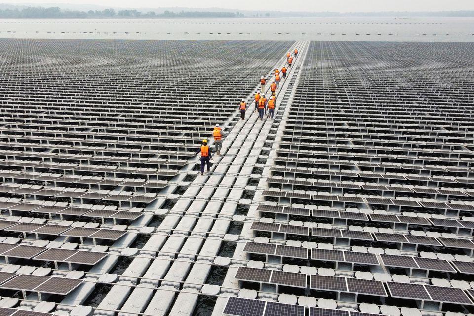 Trabalhadores na obra sobre represa em Ubon Ratchathani. Fonte: Reuters