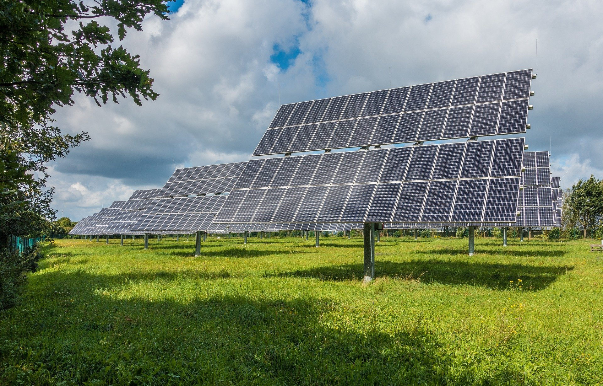 https://pixabay.com/pt/photos/sistema-fotovoltaico-solar-2742302/