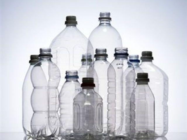 Imagens de diferentes garrafas plásticas, de diferentes tamanhos e formato, todas lado a lado - garrafas ecológicas
